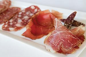 Les Trois Petits Cochons — The Meat Cure